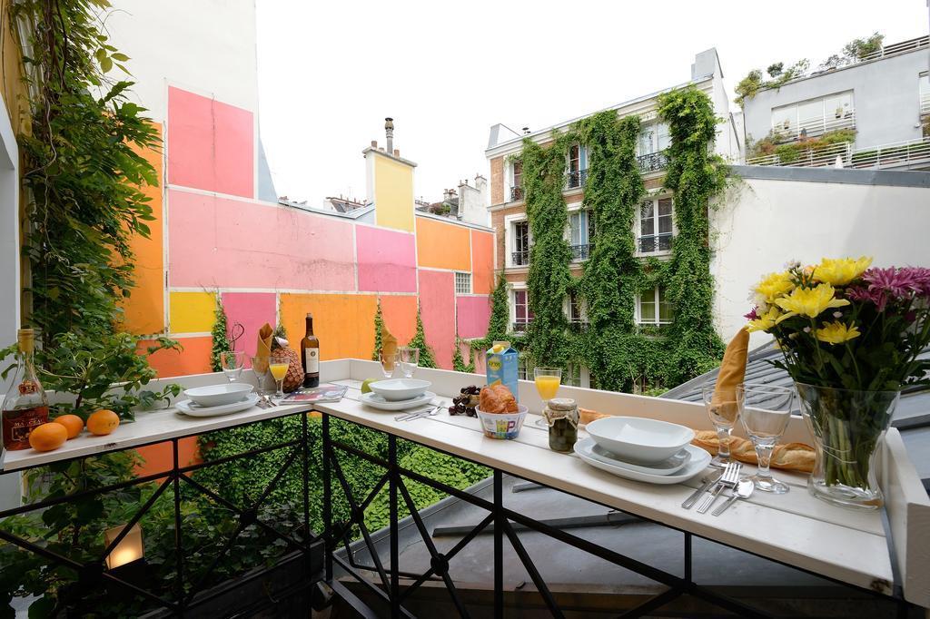 les patios du marais 2 paris. Black Bedroom Furniture Sets. Home Design Ideas
